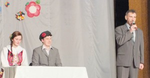 Wraz z prowadzącymi zabawę zebranych witał poseł na Sejm RL z ramienia AWPL Zbigniew Jedziński